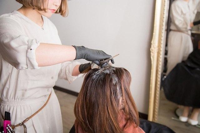 美容師さんに髪の毛を切ってもらう